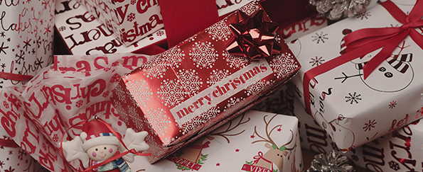 Traditional Red and White Christmas Gift Wrap