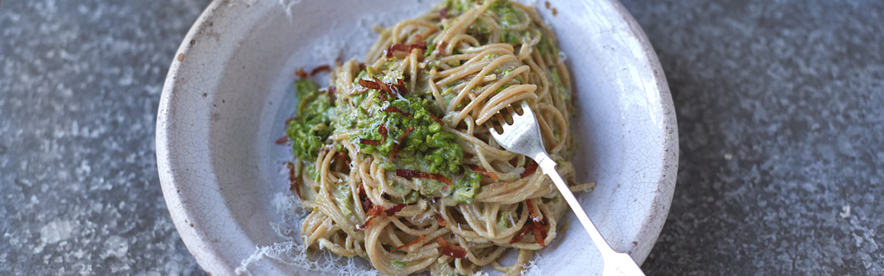Jamie Oliver: Skinny Carbonara, Smoky Bacon, Peas, Almonds and Basil Recipe