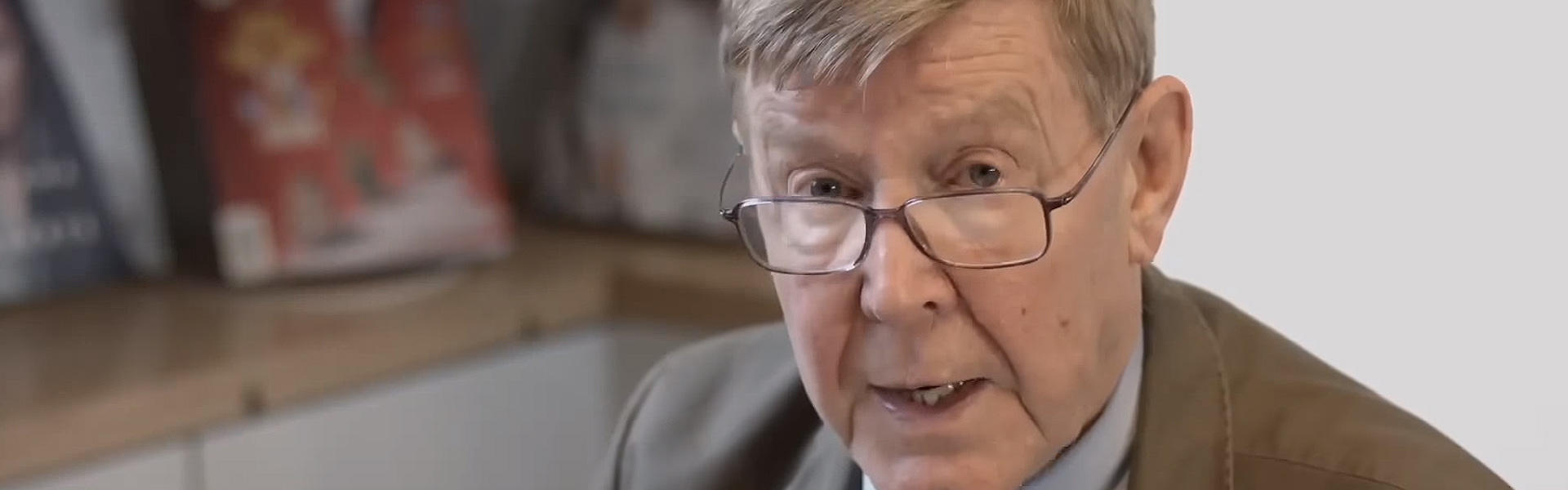 Alan Bennett Reads an Extract from Keeping On Keeping On