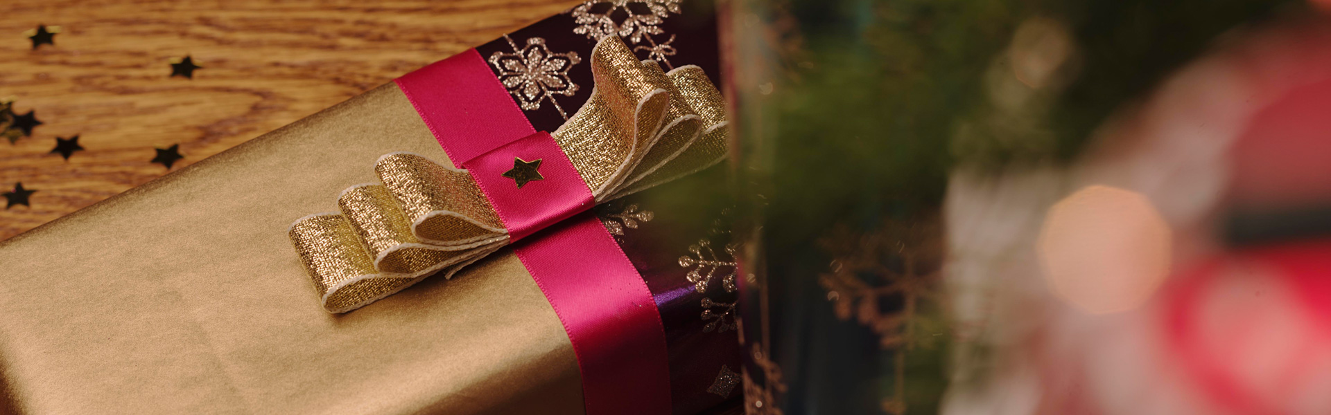 Luxurious Jewels Christmas Gift Wrap